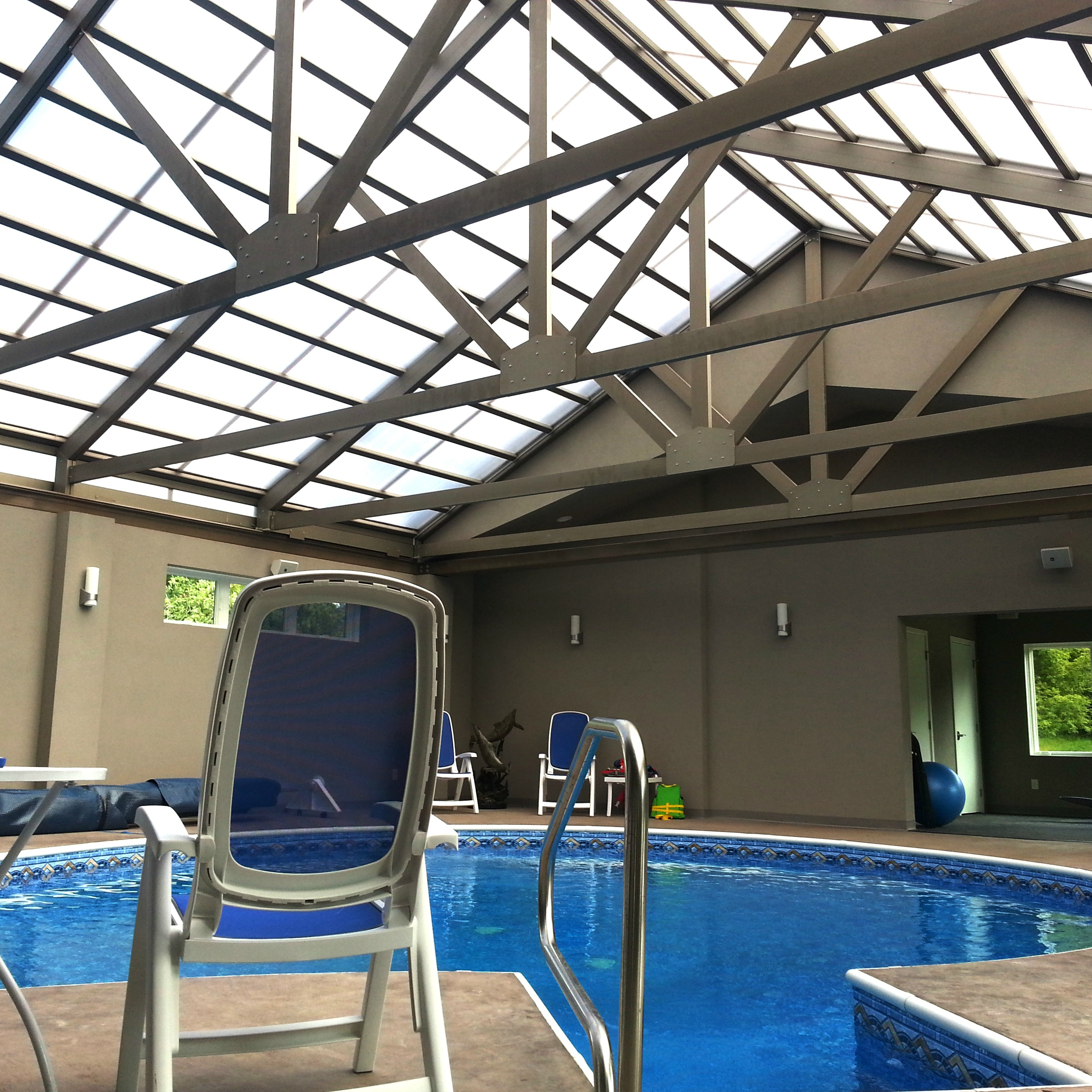 Retractable four season pool room