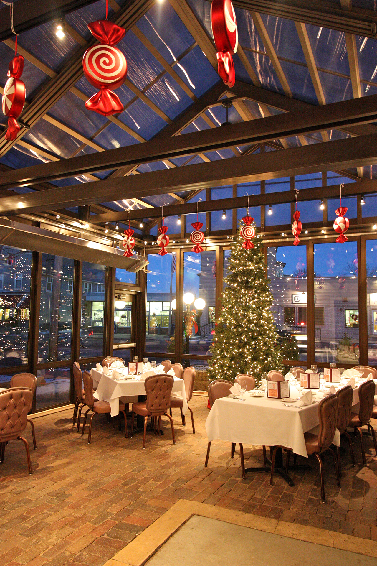 Christmas in retractable structure