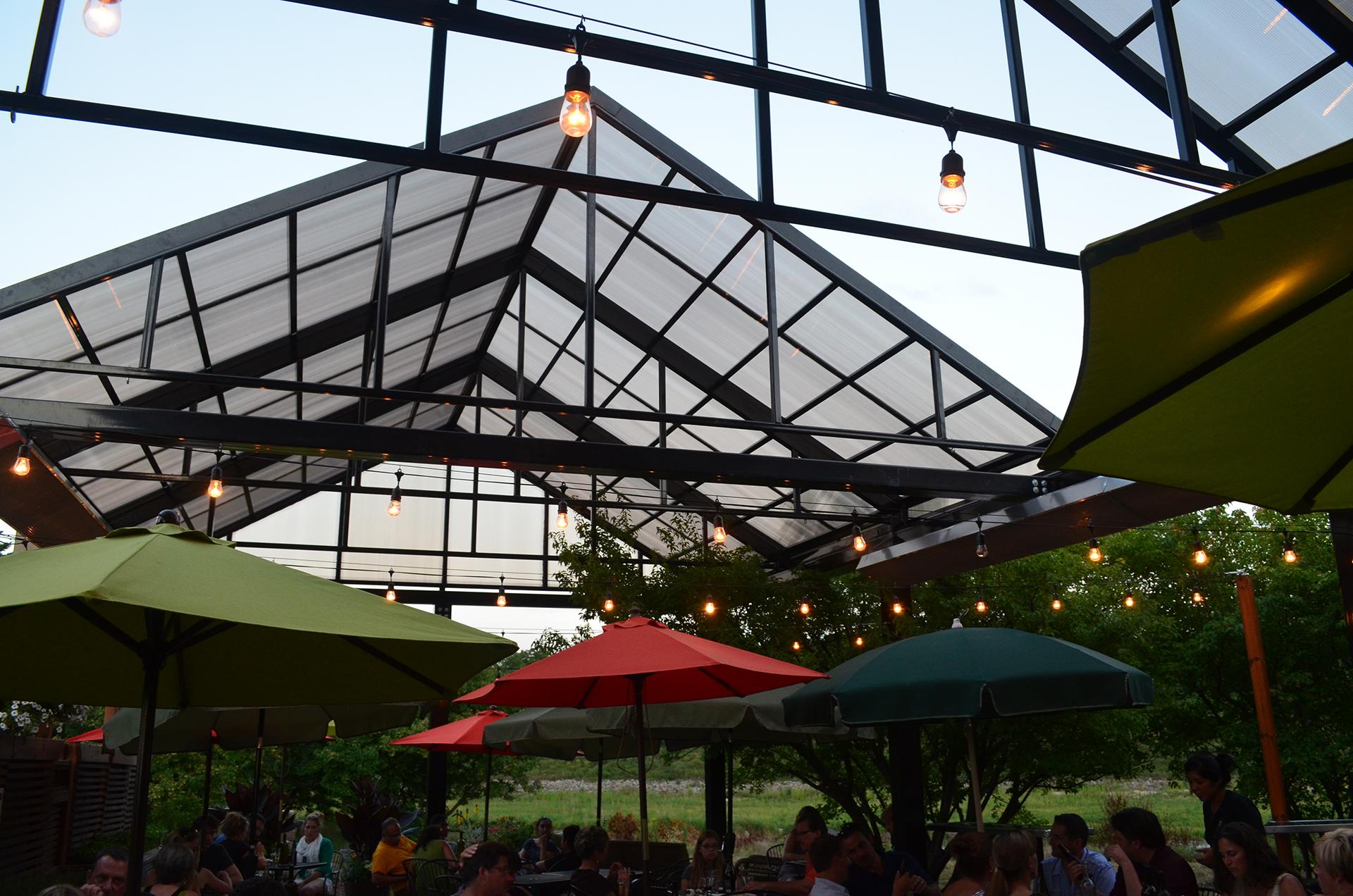 Retractable patio roof over a restaurant patio